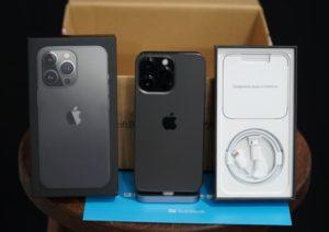 ソフトバンクのiPhone13 Pro グラファイト無事発売日ゲット!12 Proと色合いを比較